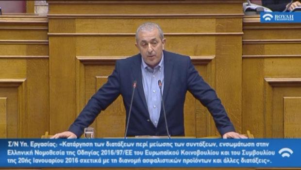 Ο Σ. Βαρδάκης στην Ολομέλεια της Βουλής κατά τη συζήτηση για το νομοσχέδιο για τη μη περικοπή συντάξεων