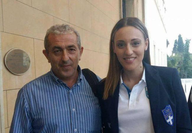 Με την χρυσή Ολυμπιονίκη των αγώνων του Ρίο, Άννα Κορακάκη κατά την βράυευσή της από τη Βουλή των Ελλήνων
