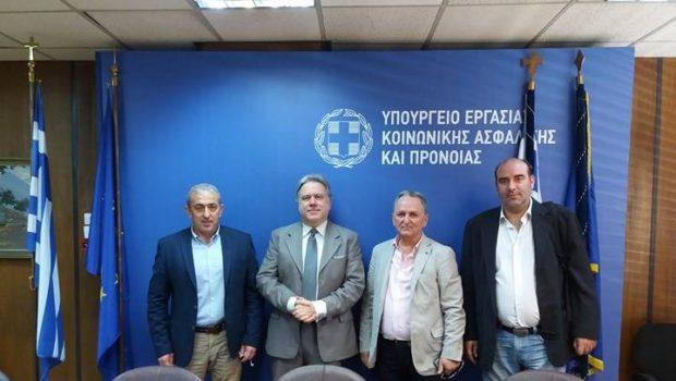 Συνάντηση Βαρδάκη με Ομοσπονδία Επισιτισμού Τουρισμού παρουσία Υπουργού Εργασίας