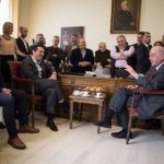 Κατά την επίσκεψη Τσίπρα στον Δήμαρχο Ηρακλείου, Βασίλη Λαμπρινό