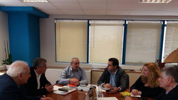 Συνάντηση Βαρδάκη Σωκράτη με τον Υφυπουργό Νησιωτικής Πολιτικής κ. Σαντορινιό και τους Δημάρχους Βιάννου και Μινώα Πεδιάδας για τα αλιευτικά καταφύγια  Άρβης και Καστρίου και το λιμάνι του Τσούτσουρα