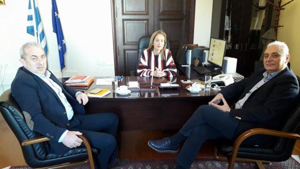 Συνάντηση της Συντονίστριας Αποκεντρωμένης Διοίκησης Κρήτης με τον Δήμαρχο Βιάννου και τον Σωκράτη Βαρδάκη