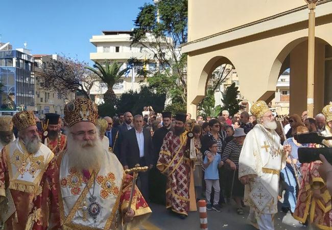 Από την λιτανεία του ιερού λείψανου του Αγίου Μηνά στους κεντρικούς δρόμους της πόλης του Ηρακλείου