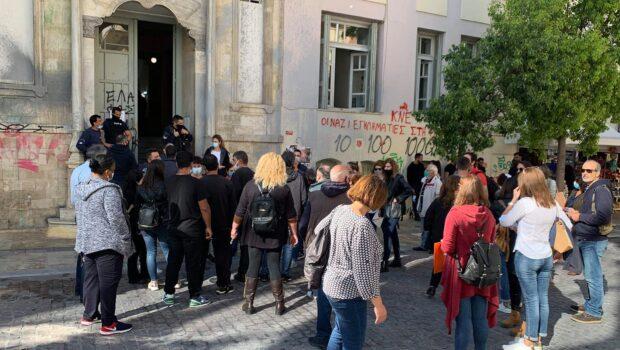 Σωκράτης Βαρδάκης: «Απαράδεκτη ενέργεια να απολύονται εργαζόμενοι που συνεισφέρουν στην άμυνα κατά της πανδημίας»